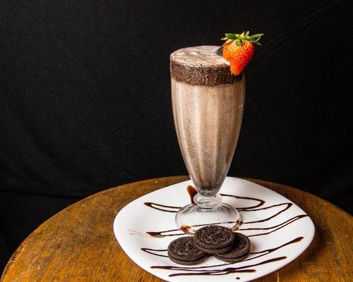 How to Make Chocolate Milkshakes without Ice Cream
